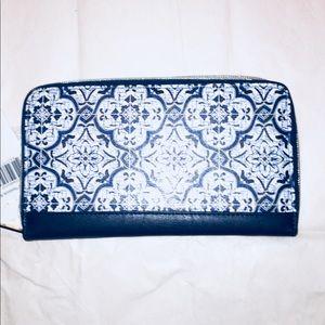 NWT Adrienne Vittadini Zip Around Passbook Wallet